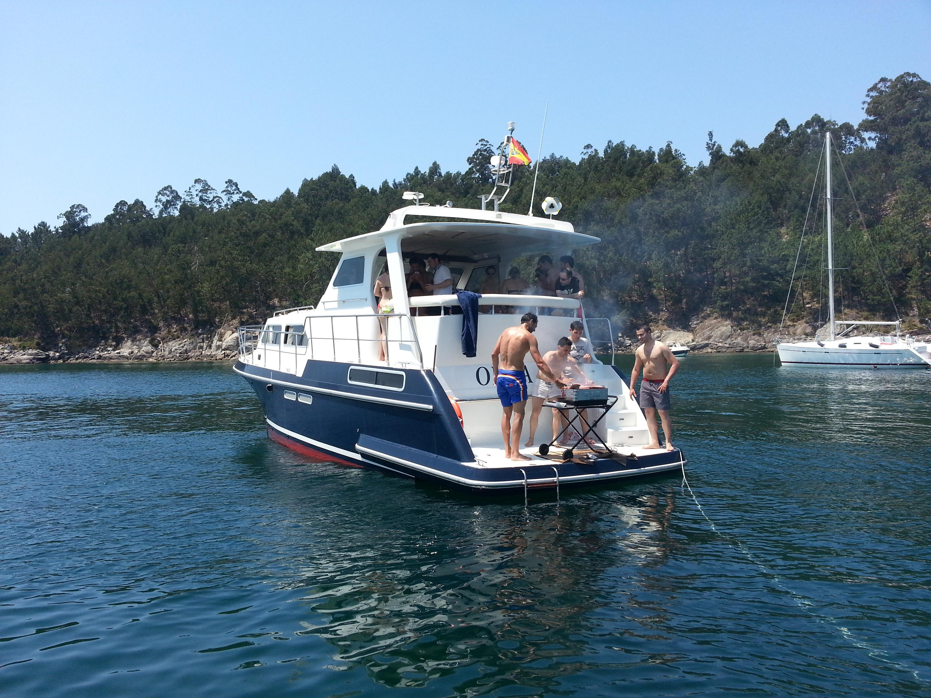 Alquiler de barcos para despedidas de soltero y soltera en Galicia