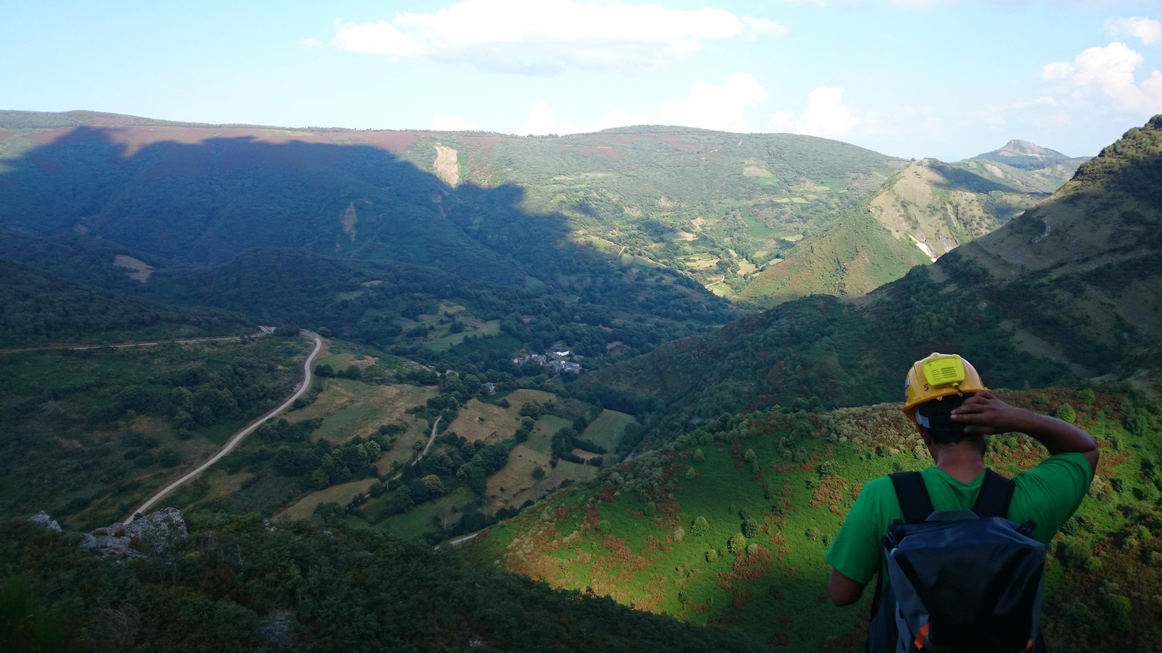 Aventuras y actividades en Ourense para descubrir la tierra de los puentes sobre el río Miño.