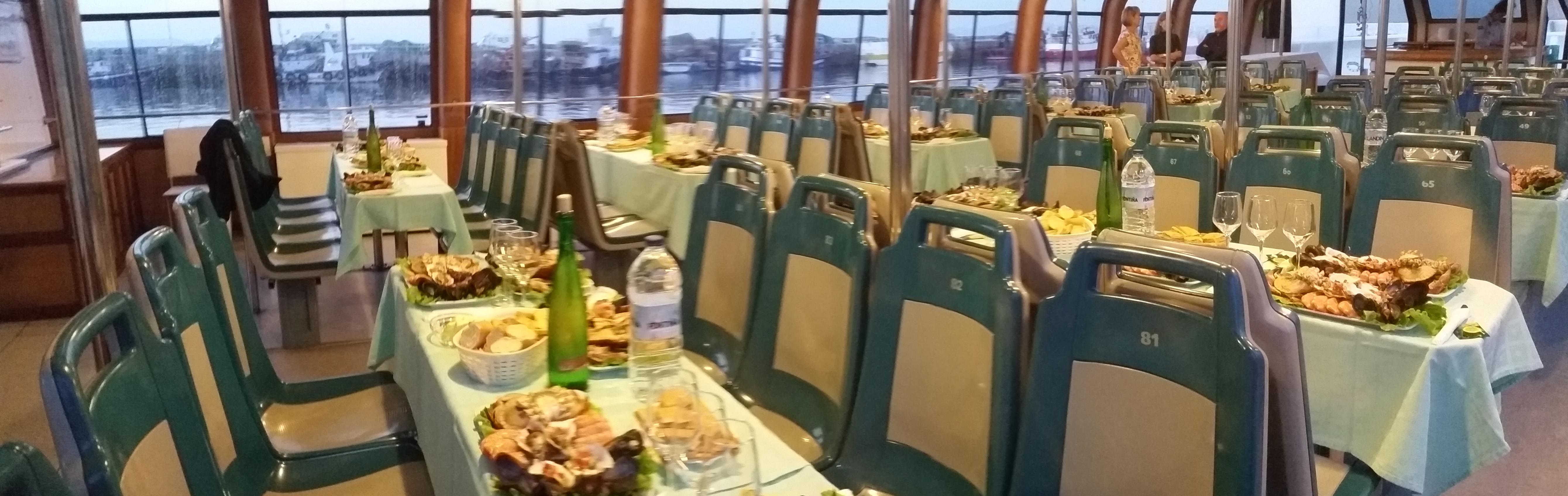 Salón para cenas en barco O Grove