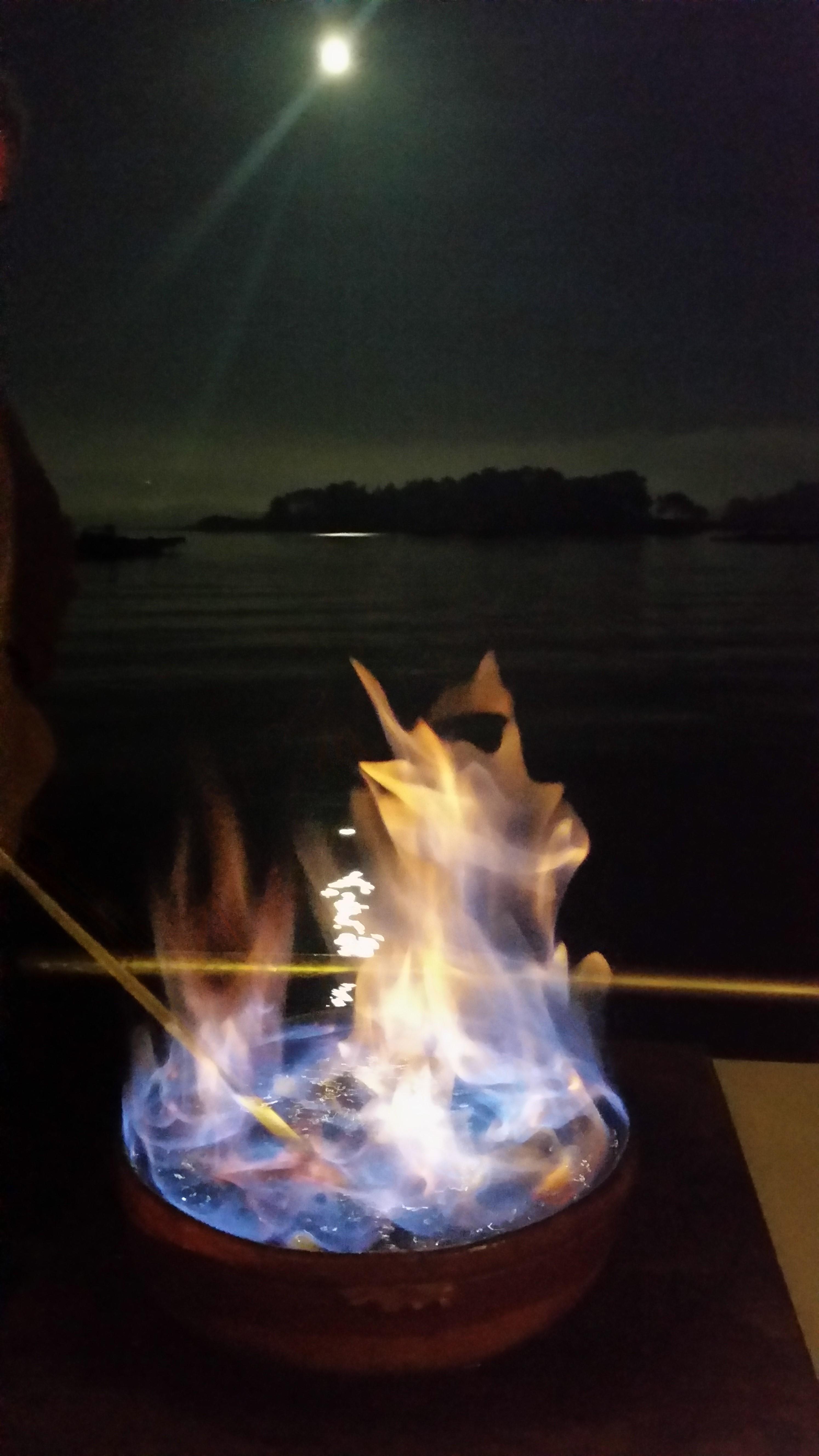 conxuro de a queimada en directo bajo la luna