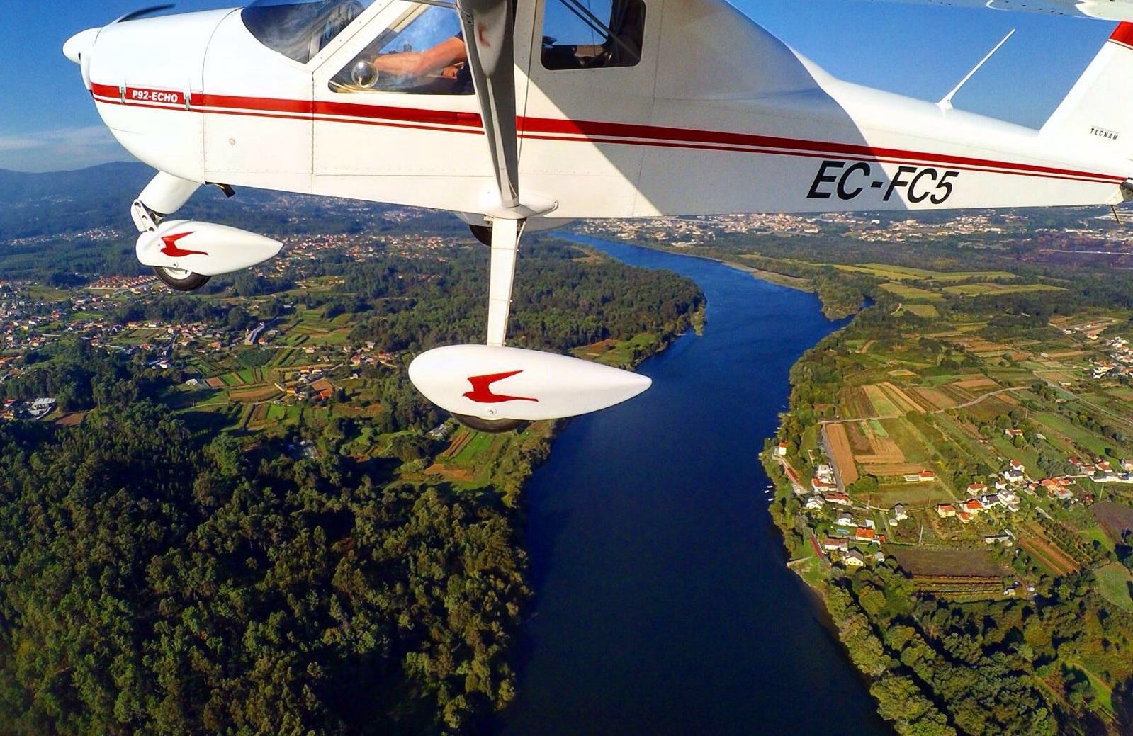 Excursiones aéreas en Galicia . El mundo a vista de pájaro