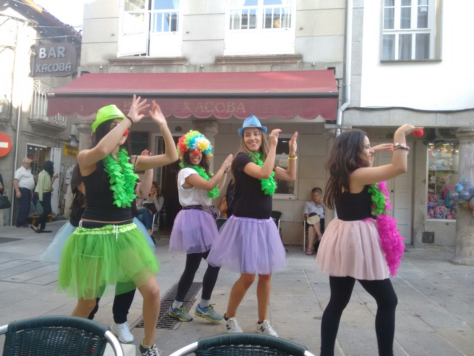 Divertios realizando una gincana en Galicia . Disponemos de las mejores gincanas en Galicia para despedidas de soltera y soltero.