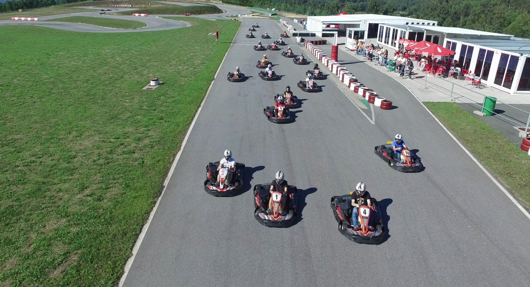 Los mayores circuitos de karting en Galicia. Campeonatos con karts de alta competición para despedidas de soltero y soltera.