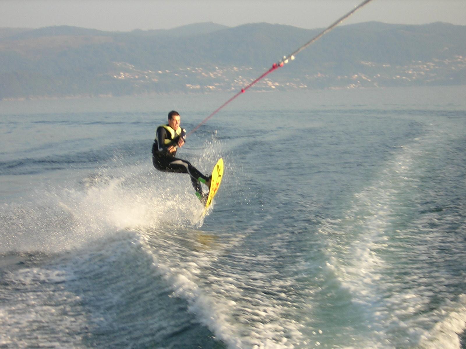 Te presentamos el wakeboard . La aventura más emocionante para despedidas de soltero en Sanxenxo